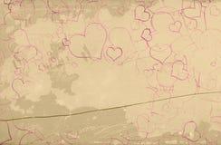 Målade hjärtor på tappningväggen Arkivfoto