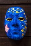 Målande blå maskering Fotografering för Bildbyråer