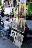 Målare som målar stående i Las Ramblas de Catalunya, Barcelonas Arkivbilder
