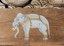 Målarfärg av elefanter på trä Arkivbilder