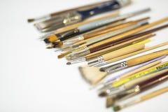 Målarfärg borstar i sortimentet för att dra och design royaltyfria foton