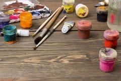 Målarfärg borstar, palett Royaltyfria Bilder