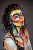 Målarfärg på framsidan av en ung flicka Royaltyfri Fotografi