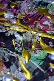 Målarfärg vattenfärg, röda guld- mörka toner för siilvervitgräsplan, abstrakt bakgrund Fotografering för Bildbyråer