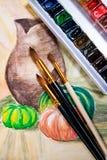 Målarfärger med borstar på måla för vattenfärger Royaltyfri Fotografi