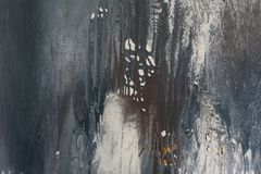målarfärgfläckar på väggen fläckar av mörkt - blå och grå målarfärg på en vit bakgrund målarfärg som skalar texturerad bakgrund royaltyfria foton