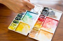 Målarpensel- och målarfärgpalett Royaltyfria Bilder
