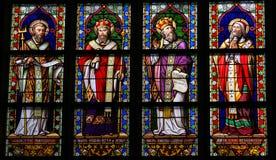 Målat glass av katolska helgon i Den Bosch Cathedral Arkivbilder