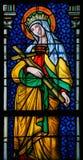 Målat glass - helgon Joanna i den Prague domkyrkan Arkivbilder