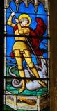 Målat glass i den Paris - St George slakten draken arkivfoton