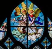 Målat glass i Paris av änglar royaltyfri foto