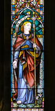 Målat glass nära övre A i kyrka av det heliga korset Arkivfoton