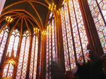 Målat glass Windows av den gotiska Sainten Chapelle, Paris Royaltyfri Bild