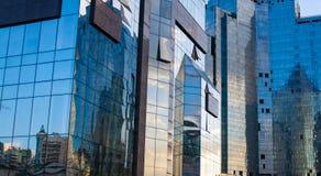 Målat glassfönster av byggnaden Arkivfoto