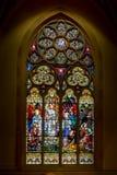 Målat glassfönster av Kristus uppståndelse på påsken söndag royaltyfri fotografi