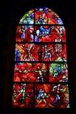 Målat glassfönster i den Chichester domkyrkan som planläggs av Marc Chagall och göras av Charles Marq Royaltyfri Foto