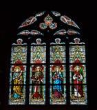 Målat glassfönster i den helgonHermes kyrkan Arkivbilder