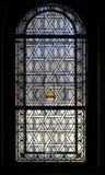 Målat glassfönster i den judiska ceremoniella Hallen i Prague, Tjeckien Arkivbilder