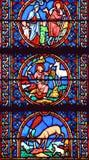 Målat glassfönster i den Notre Dame domkyrkan av Paris, Royaltyfri Bild