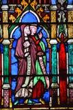 Målat glassfönster i den Notre Dame domkyrkan av Paris, Arkivfoto