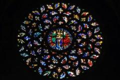 Målat glassfönster i den Santa Maria Del Mar kyrkan. arkivbild