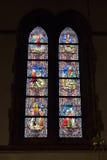 Målat glassfönster i det kyrkliga helgonet Walburga Royaltyfri Foto