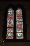 Målat glassfönster i det kyrkliga helgonet Walburga Arkivbild