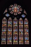 Målat glassfönster i det kyrkliga helgonet Walburga Arkivbilder