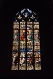 Målat glassfönster i det kyrkliga helgonet Walburga, Arkivfoto