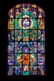 Målat glassfönster i församlingkyrka av det heliga blodet i Graz Royaltyfri Bild