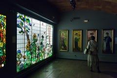 Målat glassfönster i inre av museet av Catalan modernism fotografering för bildbyråer