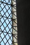 Målat glassfönster i kyrkan, Bibury England Arkivfoto