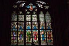 Målat glassfönster i Prague Arkivfoto
