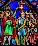 Målat glassfönster i Tours - korsfarare royaltyfri bild