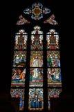 Målat glassfönster på den katolska domkyrkan Arkivfoton