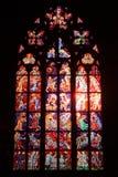 Målat glassfönster på den katolska domkyrkan Arkivbild