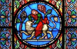 Målat glassfönster Samson som dräpar lejonet Royaltyfria Bilder