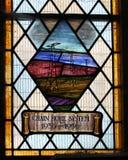 Målat glassfönster som firar minnet av brittiska radarförsvar för Chain hem i WW2 Arkivbilder