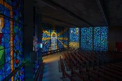 Målat glassfönster som visar Jesus Arkivfoton