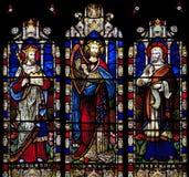 Målat glassfönster som visar Solomon, David och Hezekiah i helgonet Nicholas Church, Arundel, Västra-Sussex royaltyfri foto