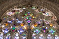 Målat glassfönstret av den Batalha kloster, Portugal royaltyfria bilder