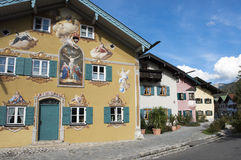 Målat hus Bayern Arkivbild