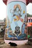 Målat konstverk en Ghat i helig stad av Varanasi Royaltyfria Bilder