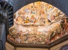 Målat kupolformigt tak i kapell på Florence royaltyfria bilder