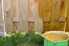 målat staket Arkivfoto