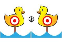 Målet målad guling duckar för skjutbana och underhållning Arkivfoto