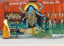 Målning av den hinduiska gudinnan Durga på gatasidotemplet royaltyfri bild