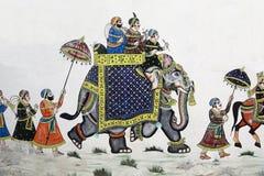 Målning av elefanten ståtar på den Udaipur väggen, Indien Arkivfoton