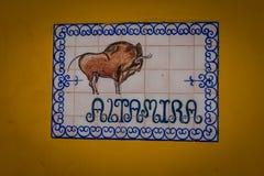Målning av en tjur på en tegelplatta i Seville, Spanien, Europa Royaltyfri Bild