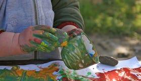 målning för 5 barn arkivbilder